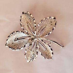 Sarah Coventry Silver Leaf Brooch